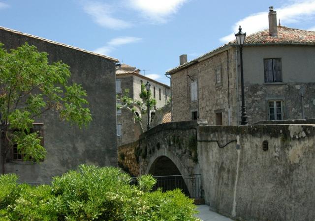 Caunes Architecture