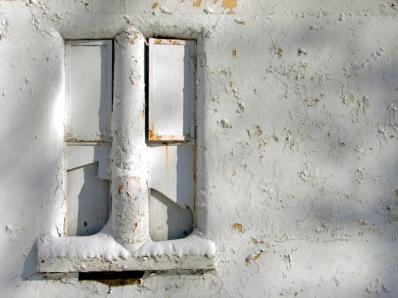 http://imageryoflight.files.wordpress.com/2012/01/white-window.jpg?w=398&h=299